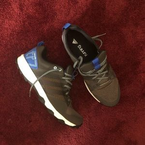 LIKE NEW! Adidas Kanadia TR7 running shoes!